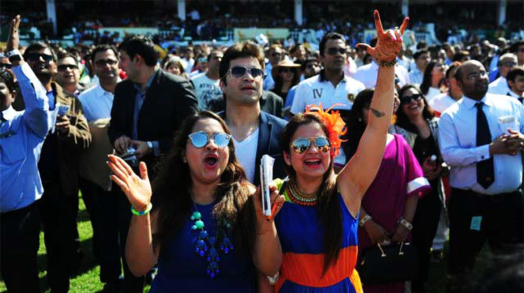 An ecstatic crowd cheering at the Indian Derby. Image source: dnaIndia.com